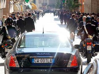 L'arrivo del Presidente Ciampi e della moglie Franca nella città abruzzese.