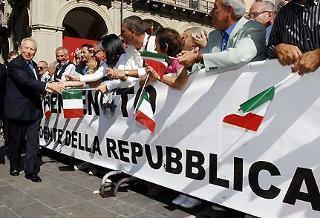 Il Presidente Ciampi al suo arrivo in Piazza Martiri della Libertà.