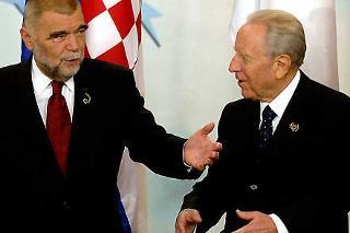 Il Presidente Ciampi con Stjepan Mesic al termine dei lavori del XVII Vertice dei Capi di Stato dei Paesi dell'Europa Centrale