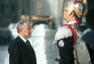 Cerimonia di insediamento del Presidente della Repubblica Carlo Azeglio Ciampi - Omaggio al Milite Ignoto