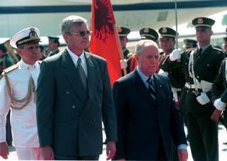 Il Presidente della Repubblica Carlo Azeglio Ciampi con il Presidente della Repubblica di Albania Rexhep Mejdani, durante la visita ufficiale in Albania