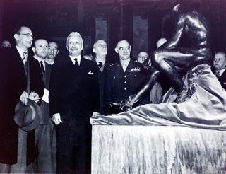 Il Presidente della Repubblica Enrico De Nicola con il Presidente del Consiglio dei ministri Alcide De Gasperi