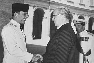 Il Presidente della Repubblica Giovanni Gronchi con il Presidente indonesiano Soekarno.