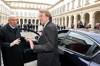 """Il Presidente Giorgio Napolitano con Luca Cordero di Montezemolo, Presidente della Fiat, in occasione della presentazione della nuova autovettura Alfa Romeo """"Giulietta"""""""