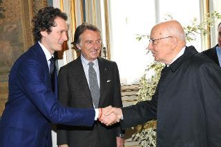 """Il Presidente Giorgio Napolitano con Luca Cordero di Montezemolo, Presidente del Gruppo Fiat e John Elkann, Vice Presidente in occasione della presentazione della nuova vettura Alfa Romeo """"Giulietta"""""""