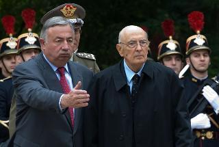 Il Presidente Giorgio Napolitano accolto dal Presidente del Senato francese, Gerard Larcher