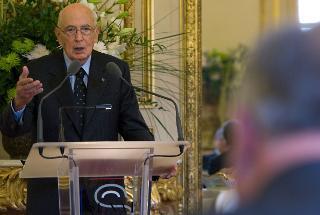 Il Presidente Giorgio Napolitano nel corso del brindisi in occasione della colazione offerta dal Presidente del Senato francese Gerard Larcher