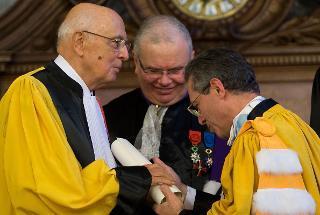 """Il Presidente Giorgio Napolitano riceve dal Presidente dell'Università Sorbonne-Paris IV Georges Molinié, il dottorato """"honoris causa"""""""
