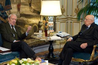 """Il Presidente Giorgio Napolitano con Andrea Geremicca, Presidente dell'Associazione Mezzogiorno Europa, in occasione dell'incontro con i promotori dell'appello """"Mezzogiorno su la testa!"""""""