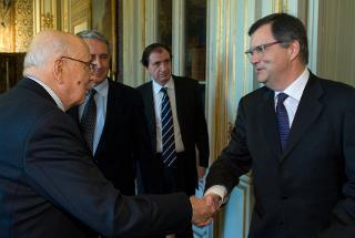 Il Presidente Giorgio Napolitano saluta il nuovo Presidente della Consob, Giuseppe Vegas