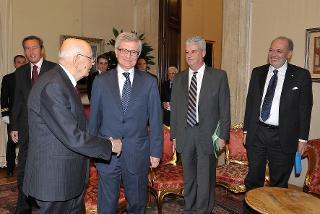 Il Presidente Giorgio Napolitano con gli oratori della presentazione dell'edizione nazionale degli scritti di Antonio Gramsci