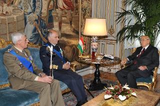 Il Presidente Giorgio Napolitano con il Gen. Vincenzo Camporini e Gen. C.A. Biagio Abrate, rispettivamente Capo di Stato Maggiore della Difesa uscente e subentrante