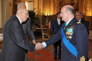Il Presidente Giorgio Napolitano con il Gen. S.A. Claudio Debertolis, nuovo Segretario generale della Difesa e Direttore nazionale degli Armamenti