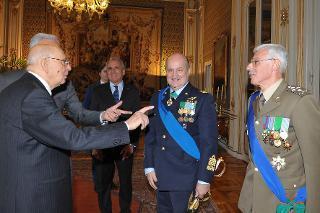 Il Presidente Giorgio Napolitano con il Gen. S.A. Claudio Debertolis, nuovo Segretario generale della Difesa e Direttore nazionale degli Armamenti ed il nuovo Capo di Stato Maggiore della Difesa Gen. C.A. Biagio Abrate