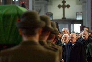 Il Presidente Giorgio Napolitano al termine della celebrazione dei funerli dell'Alpino Luca Sanna, deceduto in Afghanistan