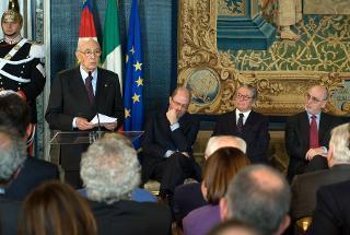 Il Presidente Giorgio Napolitano, con a fianco Massimo Gramellini, Riccardo Chieppa e Enzo Iacopino, rivolge il suo indirizzo di saluto, nel corso della celebrazione della Giornata dell'Informazione