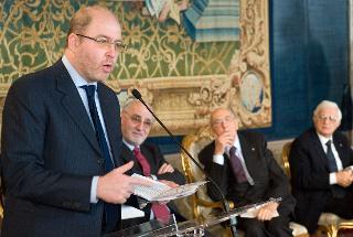 Il Presidente Giorgio Napolitano ascolta l'intervento di Massimo Gramellini, durante la celebrazione della Giornata dell'Informazione