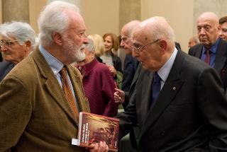 """Il Presidente Giorgio Napolitano con Eugenio Scalfari, al termine dell'incontro """" Una riflessione storica su Antonio Giolitti"""""""
