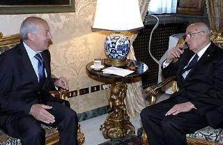 Il Presidente Giorgio Napolitano a colloquio con il Presidente della Camera Fausto Bertinotti nel suo studio alla Vetrata.