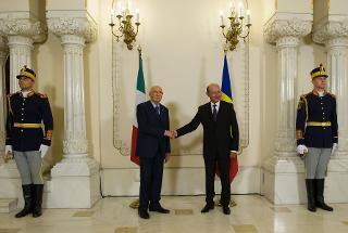 Il Presidente Giorgio Napolitano con il Presidente di Romania Traian Basescu, in occasione della cerimonia di benvenuto a Palazzo Cotroceni