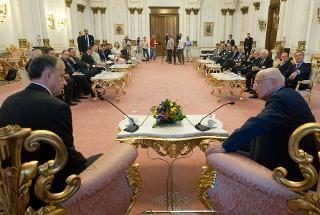 Il Presidente Giorgio Napolitano nel corso dei colloqui con il Presidente del Senato di Romania Mircea Geoana