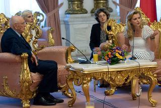 Il Presidente Giorgio Napolitano nel corso dei colloqui con il Presidente della Camera dei deputati di Romania Roberta Anastase