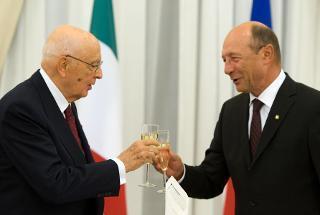 Il Presidente Giorgio Napolitano e il Presidente di Romania Traian Basescu in occasione del brindisi al pranzo di Stato