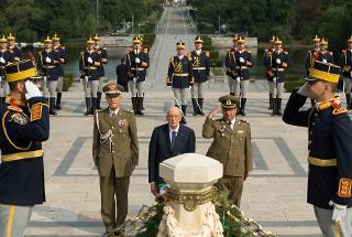 Il Presidente Giorgio Napolitano nel corso della deposizione di una corona d'alloro al Milite Ignoto