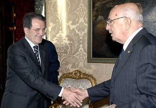 Il Presidente Giorgio Napolitano accoglie l'On. Romano Prodi, per l'incarico di formare il nuovo Governo.