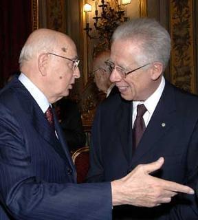 Il Presidente Giorgio Napolitano con il Ministro dell'Economia e delle Finanze Tommaso Padoa Schioppa, dopo la cerimonia di giuramento del Governo.