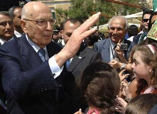 Il Presidente Giorgio Napolitano, all'arrivo sull'isola per presenziare al Convegno per il XX Anniversario della scomparsa di Altiero Spinelli.