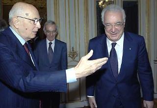Il Presidente Giorgio Napolitano accoglie nel suo studio il Presidente della Corte costituzionale Annibale Marini.