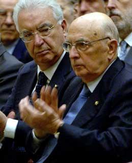 """Il Presidente Giorgio Napolitano con a fianco il Presidente della Corte costituzionale, Annibale Marini, durante il Convegno di Studi """"Le origini della Repubblica e il processo costituente"""""""