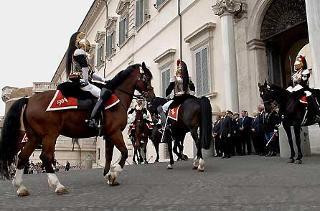 Il Presidente Giorgio Napolitano assiste al solenne cambio della Guardia del Reggimento Corazzieri