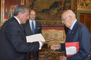 Il Presidente Giorgio Napolitano con il Sig. Luis Fernando Ayala Gonzalez, nuovo Ambasciatore della Repubblica del Cile, in occasione della presentazione delle Lettere Credenziali