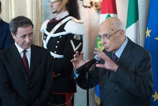 Il Presidente Giorgio Napolitano con il Capo del Corpo Forestale dello Stato Cesare Patrone, nel corso dell'incontro con una rappresentanza di Allievi degli Istituti di formazione del Corpo Forestale dello Stato, in occasione del 192° anniversario di fondazione