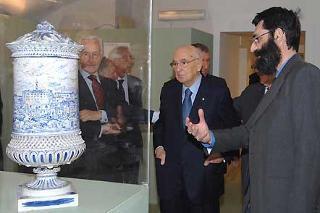"""Il Presidente Giorgio Napolitano con il Dott. Marco Pizzo, coordinatore scientifico, in un momento dell'inaugurazione della Mostra """"L'Italia: Paesaggio e Territorio"""" nell'ambito dell'iniziativa """"Le Radici della Nazione"""""""