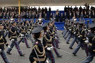Il Presidente Giorgio Napolitano,insieme alle Alte Autorità Istituzionali, Civili e Militari, assiste al passaggio delle formazioni militari su via dei Fori Imperiali, in occasione della Festa Nazionale della Repubblica