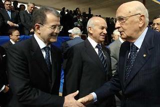 Il Presidente Giorgio Napolitano con Romano Prodi, Presidente del Consiglio e Fausto Bertinotti, Presidente della Camera, in occasione della Festa Nazionale della Repubblica