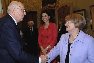Il Presidente Giorgio Napolitano con Marisa Malagoli Togliatti, in occasione della cerimonia celebrativa del 60° anniversario dell'estensione del diritto di voto alle donne e l'emissione di un francobollo dedicato a Nilde Iotti