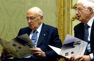 Il Presidente Giorgio Napolitano con a fianco il Segretario generale del Quirinale Donato Marra in occasione della emissione di un francobollo dedicato a Nilde Iotti e la celebrazione del 60°anniversario dell'estensione del diritto di voto alle donne