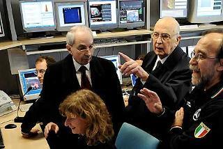 Il Presidente Giorgio Napolitano con il Ministro dell'Interno Giuliano Amato e l'Ing De Bernardinis durante la visita al Centro funzionale della Protezione Civile