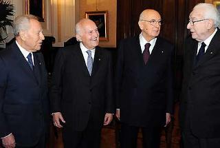 Il Presidente Giorgio Napolitano con i Presidenti Emeriti della Repubblica Francesco Cossiga, Oscar Luigi Scalfaro e Carlo Azeglio Ciampi, a Montecitorio in occasione della Seduta comune del Parlamento per la celebrazione del 60° Anniversario della Costituzione
