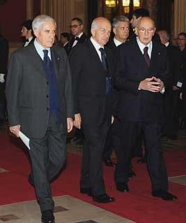 Il Presidente Giorgio Napolitano accolto dai Presidenti di Senato e Camera Franco Marini e Fausto Bertinotti all'arrivo a Montecitorio per la celebrazione del 60°Anniversario della Costituzione