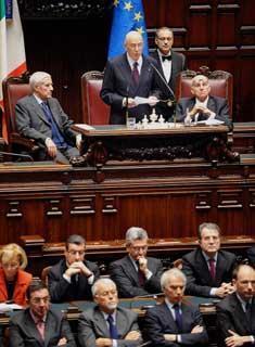 Il Presidente Giorgio Napolitano con i Presidenti di Senato e Camera, Franco Marini e Fausto Bertinotti, durante il suo intervento per la celebrazione del 60°anniversario della Costituzione