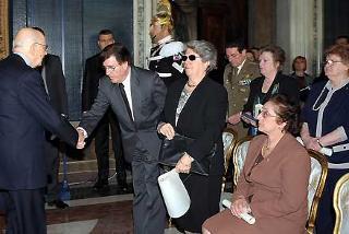 Il Presidente Giorgio Napolitano con alcuni familiari degli infoibati in occasione della commemorazione del Giorno del Ricordo