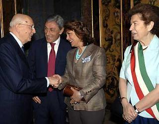 Il Presidente Giorgio Napolitano con Bassolino, Sandra Lonardo Mastella e Rosa Russo Jervolino, in occasione della visita alla città partenopea.