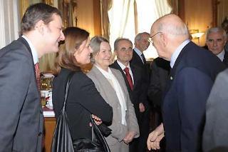 Il Presidente Giorgio Napolitano si intrattiene con i familiari di Beniamino Andreatta in occasione della Giornata di Studio in memoria di Beniamino Andreatta