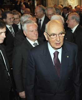 Il Presidente Giorgio Napolitano, nella foto con il Presidente del Consiglio di Stato, Paolo Salvatore ed il Presidente del Consiglio Romano Prodi a Palazzo Spada