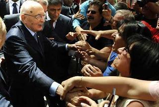 Il Presidente Giorgio Napolitano tra la gente in Piazza del Plebiscito.